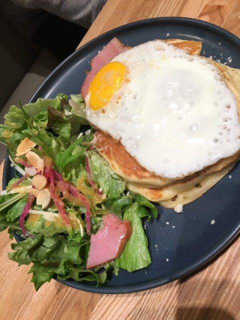 tables cook&jonathan's bookstore ベーコン&エッグパンケーキ