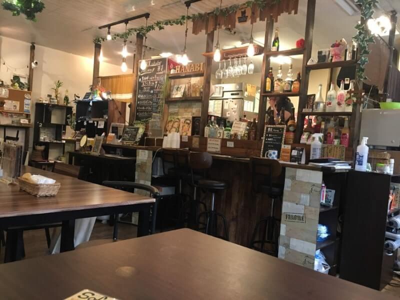 低糖質cafe&bar華美|DIYで作られた店内